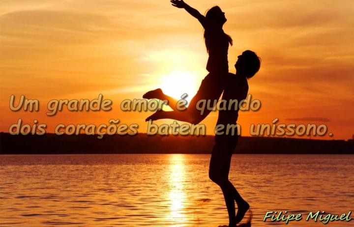 76 Um grande amor é quando dois corações batem em uníssono.