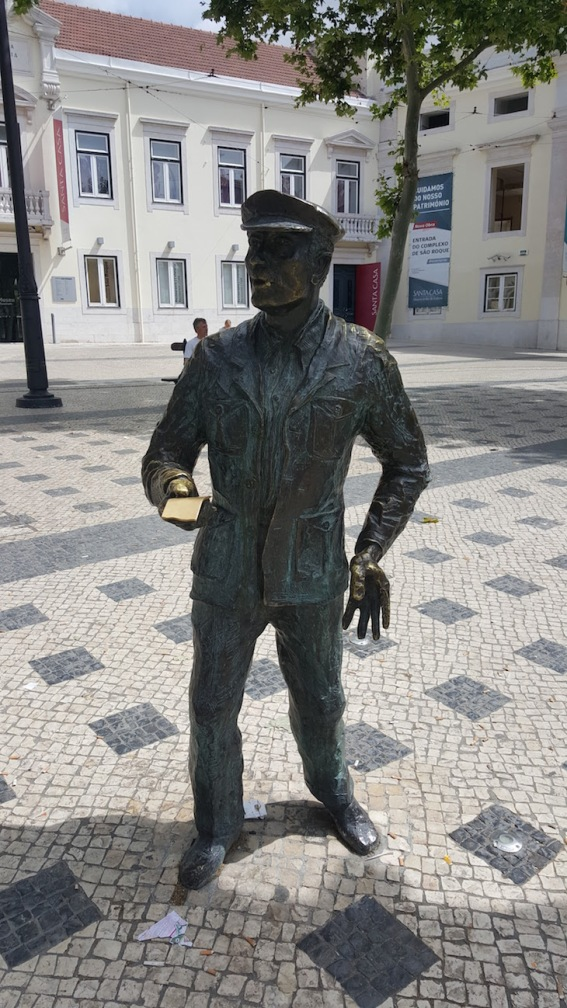 Estátua do cauteleiro, Lisboa