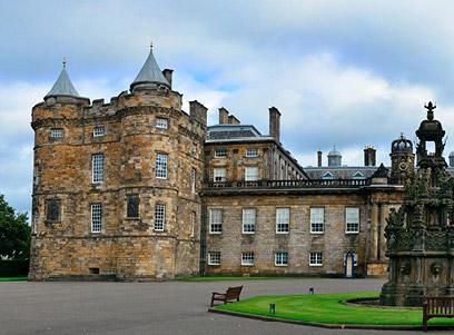 Palácio de Holyrood e Castelo de Edimburgo.jpg
