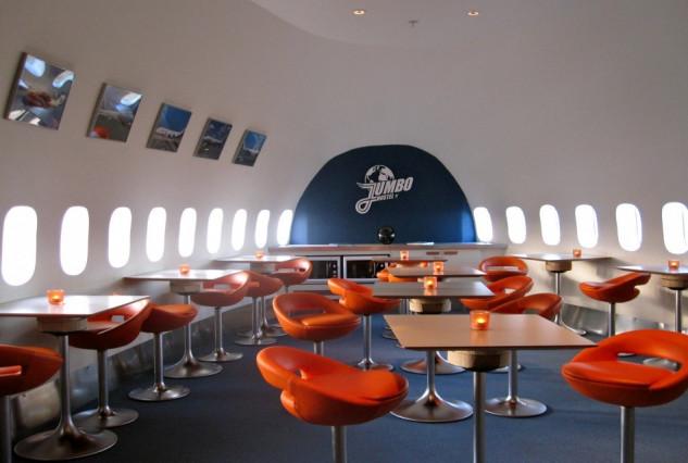 """um avião """"retro"""" dos anos 70"""